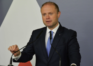 Updated | Muscat discusses migration with Macron as Aquarius starts journey to Valencia