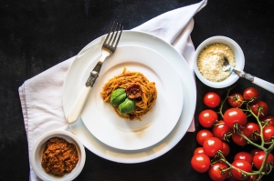 Spaghetti with home-made dried tomato pesto