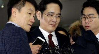 South Korea prosecutors seek arrest of Samsung chief for bribery