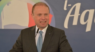 [WATCH] Muscat: 'Vote early on Saturday, then help convince undecided voters'