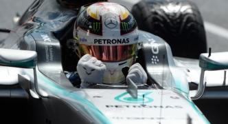 Lewis Hamilton wins pole in Britain