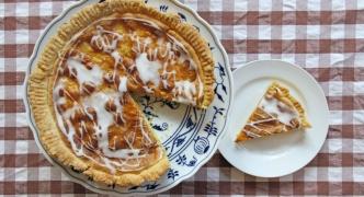 Apricot frangipane tart
