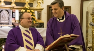 Bishops leave door to communion for divorced Catholics open