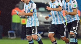 Argentina defeat the Netherlands to reach World Cup final