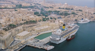 Cruise liners: lucrative but poisoning business