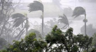Northeast Australia in grip of Cyclone Debbie