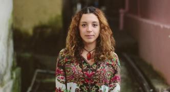 Cutting through the comfort zone | Lara Manara