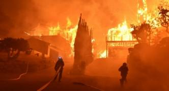 [WATCH] California: wildfires force 120,000 to escape as hundreds of buildings destroyed