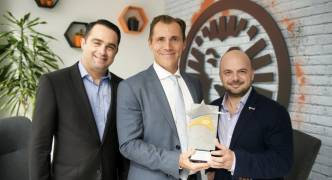 LeoVegas co-founders win Outstanding Contribution award sponsored by RE/MAX