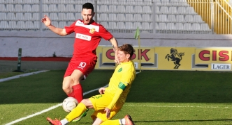 Floriana ease past 10-man Lions to boost top four hopes