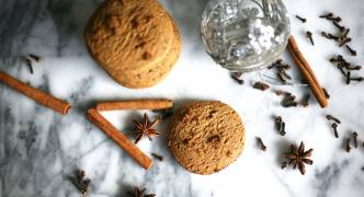 Vegan cinnamon and ginger cookies