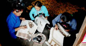 Lecture on Batik Dyeing skills of China's Miao Ethnic Group being held in Malta