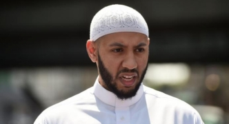 Imam stops angry Muslims assailing London van suspect