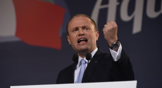 [WATCH] 'Coalition of confusion will endanger your jobs, investment' Muscat tells thousands