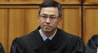 Hawaii federal judge extends court order blocking Trump travel ban