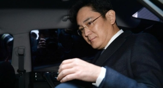 Samsung chief arrested in corruption investigation