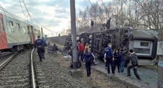 One dead, 20 injured as train derails in Belgium