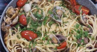 [WATCH] Linguini vongole with chorizo