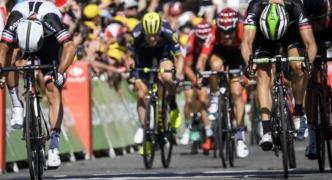 Tour de France 2017: Chris Froome retains lead as Michael Matthews takes second win