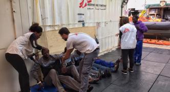 100 people feared drowned as boat sinks off Libya
