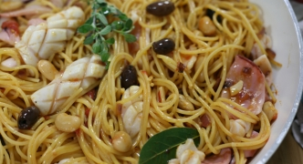 Spaghetti with calamari, beans and olives