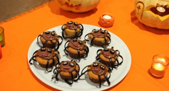 Spooky spider cakes