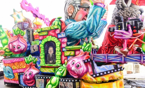 [WATCH] Political satire and Carnival floats