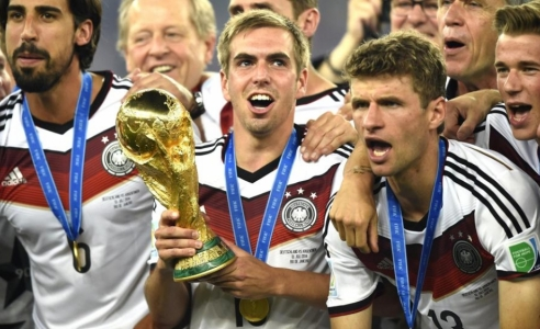 Germany captain Lahm quits international football