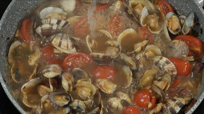 Gourmet Today - [WATCH] Linguini vongole with chorizo