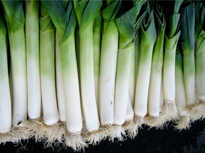 High in potassium, folic acid and vitamin C, leeks help in the removal of uric acid from the body making it an ideal detox food