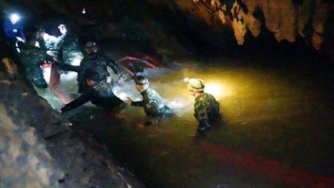 A former Thai navy diver participating in the efforts to rescue twelve boys and their coach, who are trapped in a cave, has died after passing out due to lack of oxygen