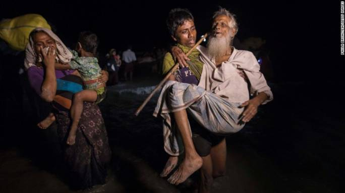 Hundreds of Rohingya Muslims arrive in Bangladesh by boat in complete darkness, on 26 September, 2017 (Photo: BBC News)