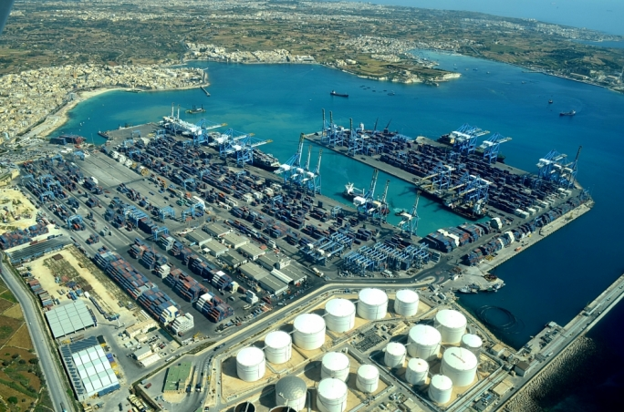 Teams from the Freeport Terminals, Cassar Ship Repair and Transport Malta worked throughout the night and have contained the spill