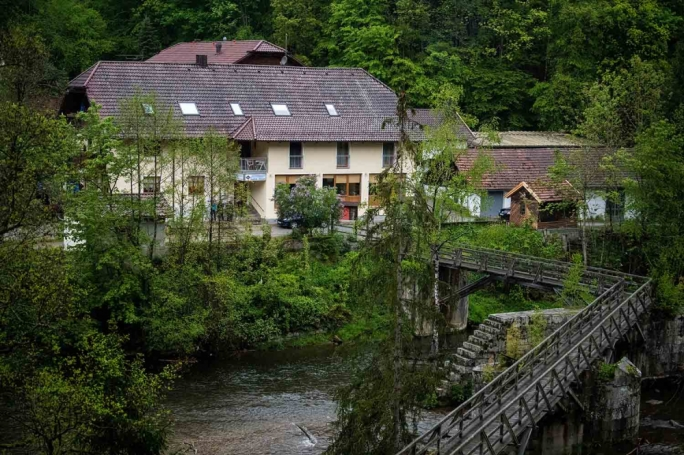 Germans in crossbow deaths killed by shots in hearts, neck