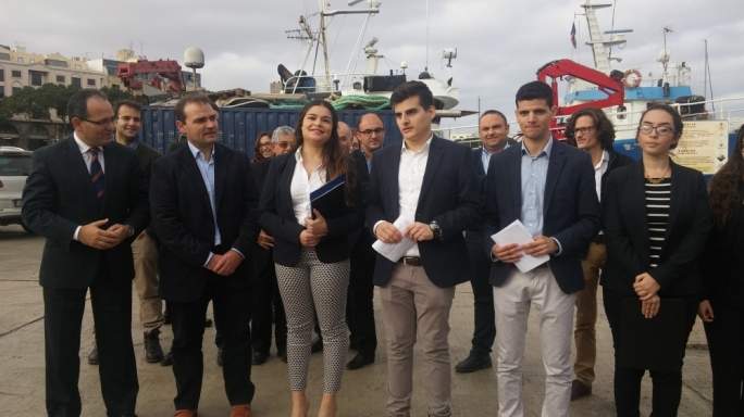 Front Favur il-Mina was set up  by Gozitan students and is backed by Gozitan MPs Franco Mercieca (PL) and Chris Said (PN)