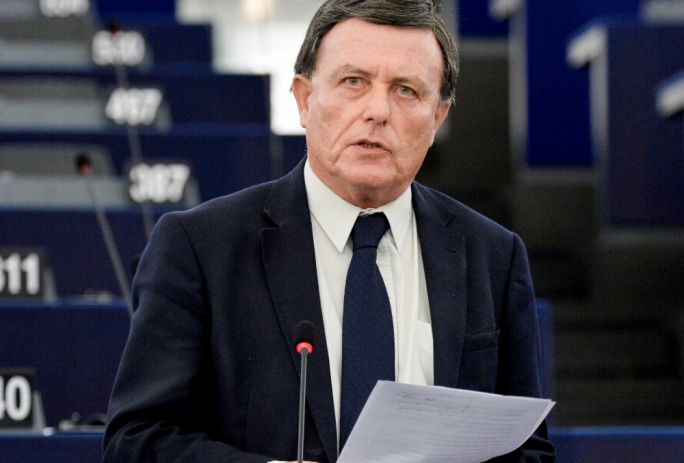 Labour MEP Alfred Sant said that in countries where a national minimum wage exists, it should be increased by 5%