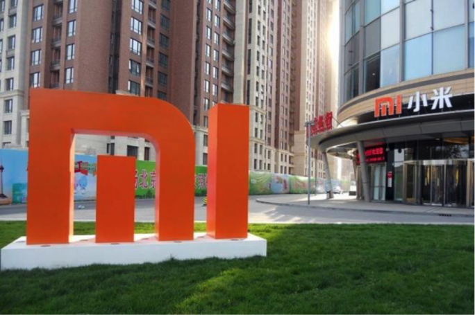 Xiaomi Corp. declined as much as 5.88%, in the first hour of its stock market debut in Hong Kong, before recuperating most of the loss