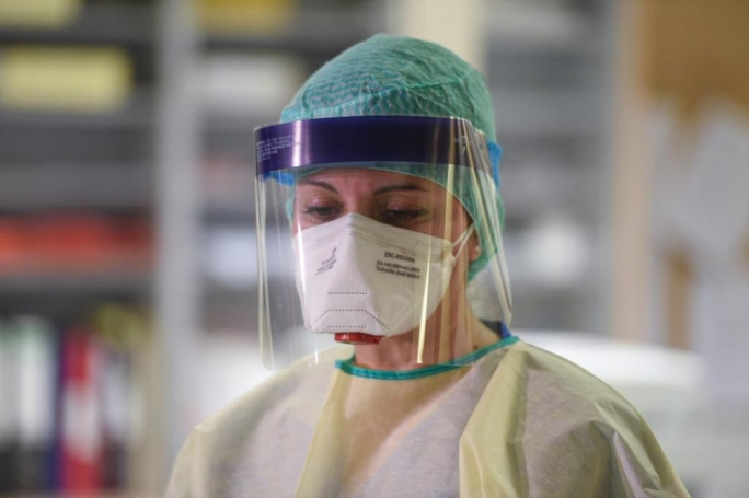 Doctor who warned prime minister about PPE dies with COVID-19