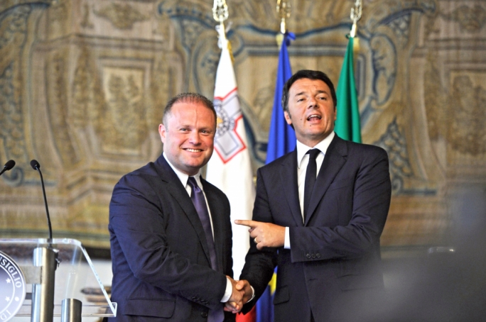 Matteo Renzi with Maltese Prime Minister Joseph Muscat