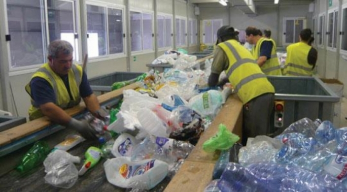 Waste sorters at work: domestic households that fail to recycle their trash will soon be subject to a fine