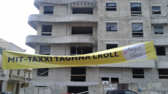 A PN banner poked fun at Education Minister Evarist Bartolo after his aide Edward Caruana was accused of bribery over the construction of government schools