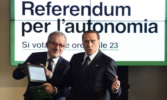 Roberto Maroni, the president of Lombardy, and Silvio Berlusconi, at a press conference this week to propose a referendum on autonomy for all Italian regions (Photo: Lo Scalzo/REX)