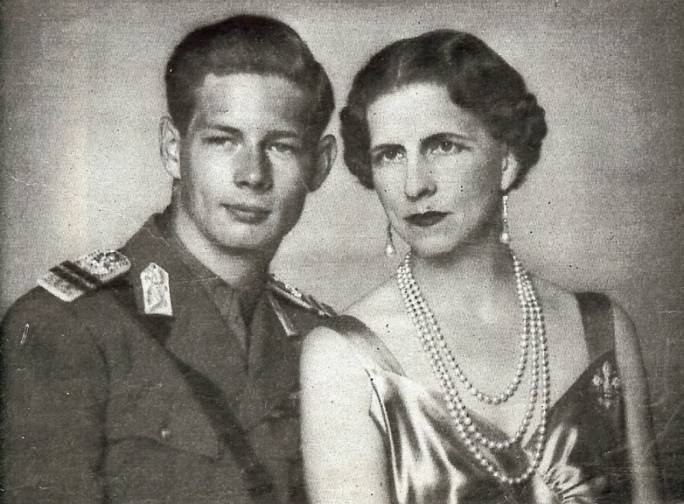 King Michael with his mother, Princess Helen, in 1940.
