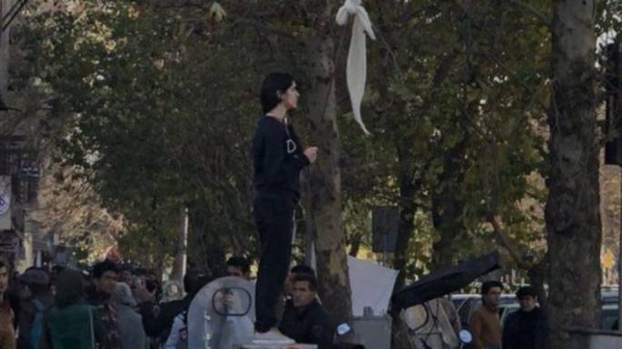Iranian woman who took off headscarf released, says lawyer