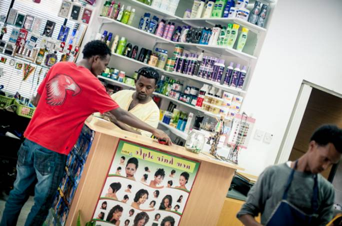 Abdul, an Eritrean hairdresser in Msida. This photograph, taken in 2015. shows a side of the successful integration of certain migrants that people never see up close (Photo: UNHCR/Dragana Rankovic)