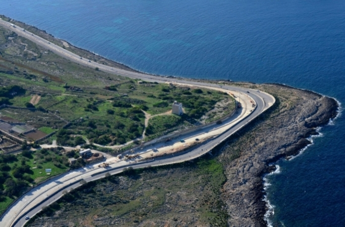 Coast road on Bahar ic-Caghaq