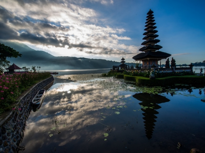 You can let your adventurous streak run wild, exploring the valleys and mountains that make the centre of Bali so scenic