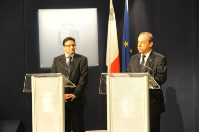 Finance Minister Tonio Fenech and Prime Minister Lawrence Gonzi. Photo Ray Attard/Mediatoday.