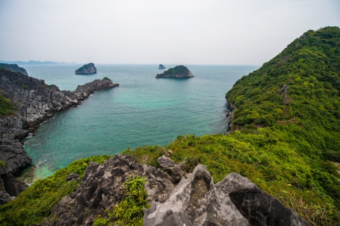 Since it is situated just east of Halong city and right on the doorstep of Halong Bay itself, Cat Ba is definitely the ideal spot to base yourself whilst exploring this Peter-Pan-like world