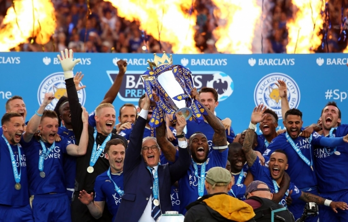 Leicester City manager Claudio Ranieri and players celebrate winning the English Premier League title